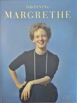 Dronning Margrethe - biography - magnificent work with 440 pages - many large photos